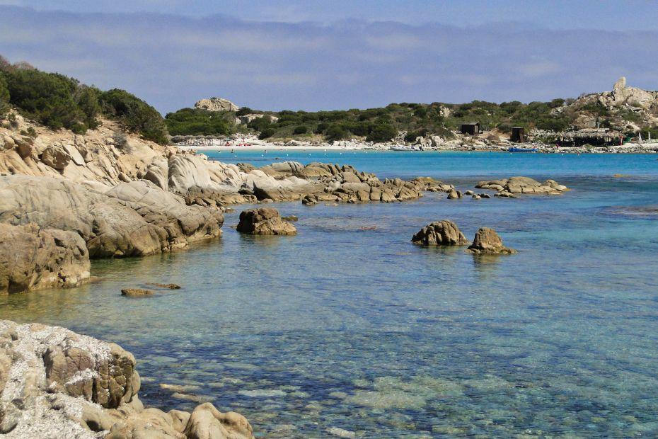 Punta Molentis z daleka.