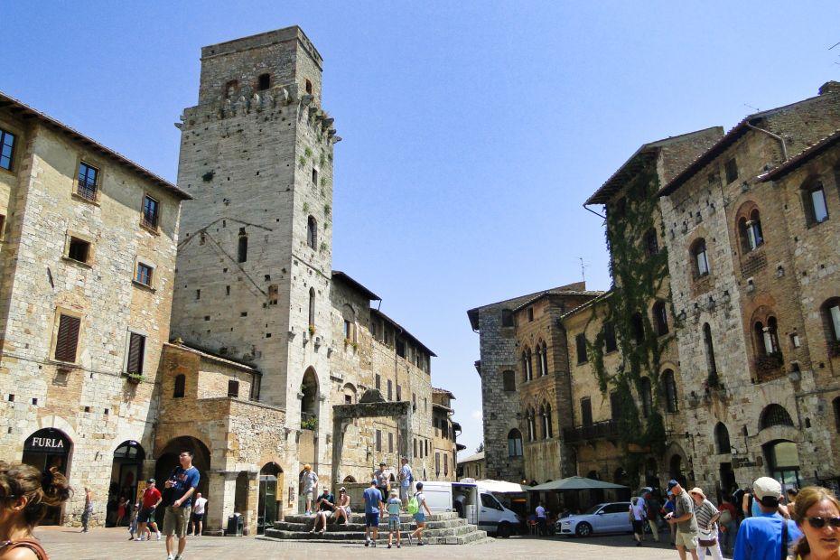 Plazza della Cisterna, San Gimignano