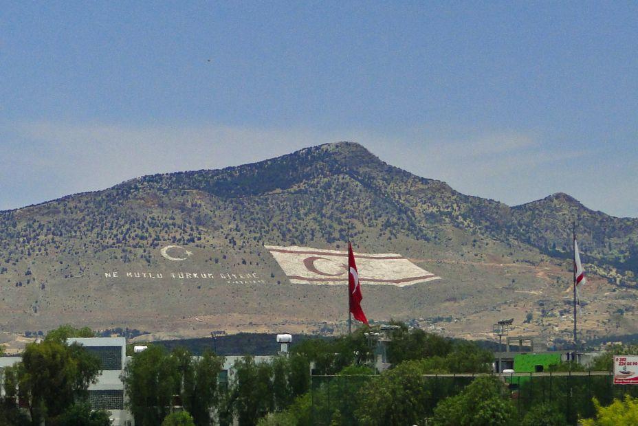 Flaga Tureckiej Republiki Cypru Północnego